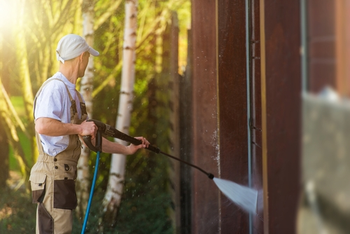 Pressure cleaning the home siding